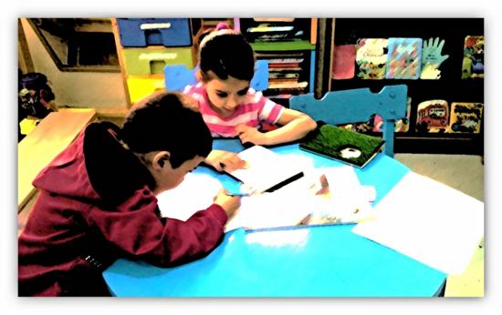 La información es analizada y tratada por el alumnado para, posteriormente, presentarla ante el resto de los compañeros