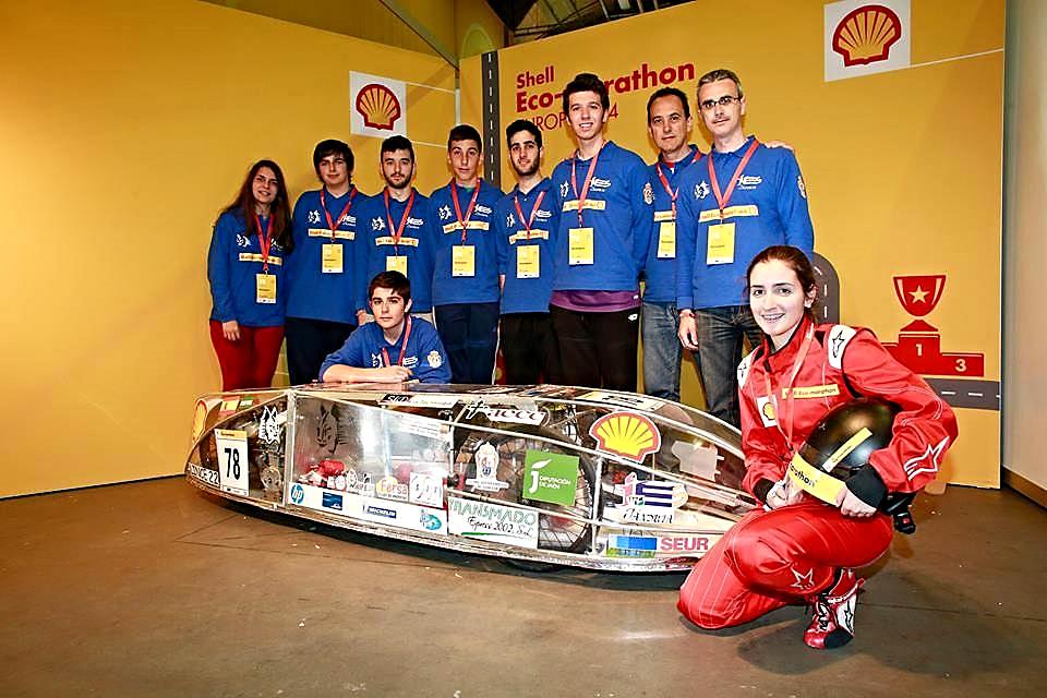 Fotografía oficial del Equipo ECO-JÁNDULA junto al Vehículo 'Lince 2.2' en Rotterdam 2014