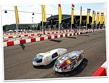 Lince 2.2 junto al vehículo ganador, del equipo francés La Joliverie