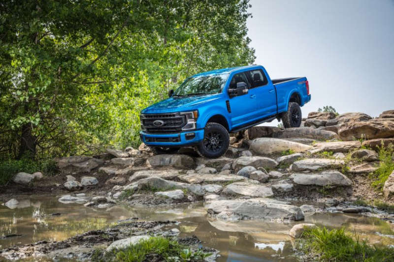 2020 Ford Super Duty Tremor Descending Rocks
