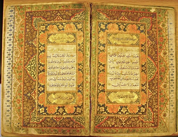 The opening pages of the Qur'an, containing the Sūrat al-Fātiḥah ('the opening') and the beginning of the Sūrat al-Baqarah ('the cow'). The upper panels contain the chapter (sūrah) headings and the lower panels contain Qur'anic verses, on the right: 'None touch it except the purified' (Sūrah 59:79) and on the left: 'It is a revelation from the Lord of the Worlds' (Sūrah 69:43). (IO Islamic 3113A, ff. 1v-2)