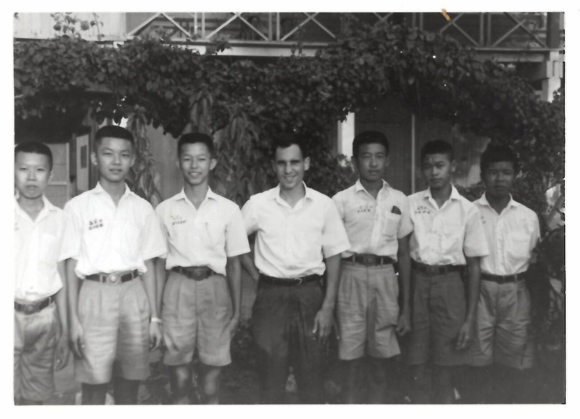 Henry Ginsburg (fourth from left) with students in Chachoengsao in the mid 1960s. British Library, Photo 1213(17)
