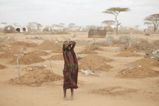 1024px-Oxfam_East_Africa_-_A_mass_grave_for_children_in_Dadaab